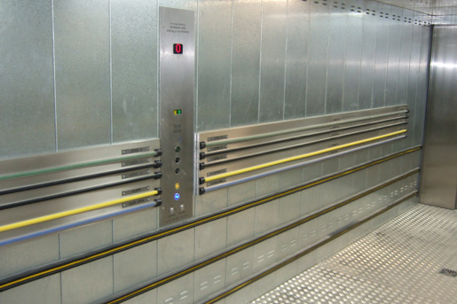 Hydraulic vehicle lift interior with control panel - Focus Lifts