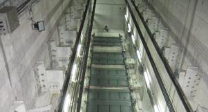 Peelle sliding lift door installation in multi-storey premises