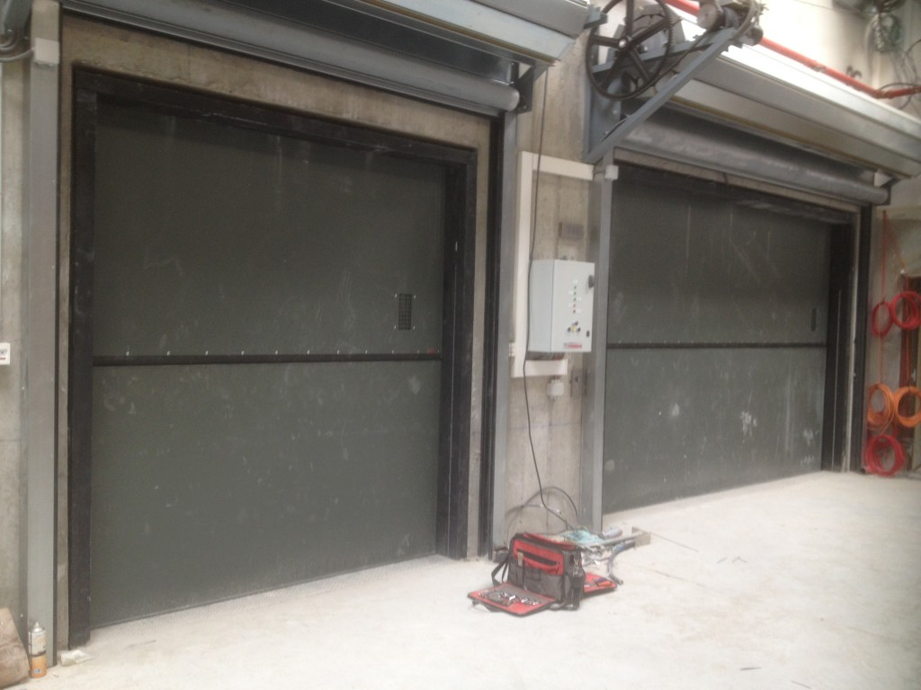 Peelle doors at auchan installed by Focus Lifts