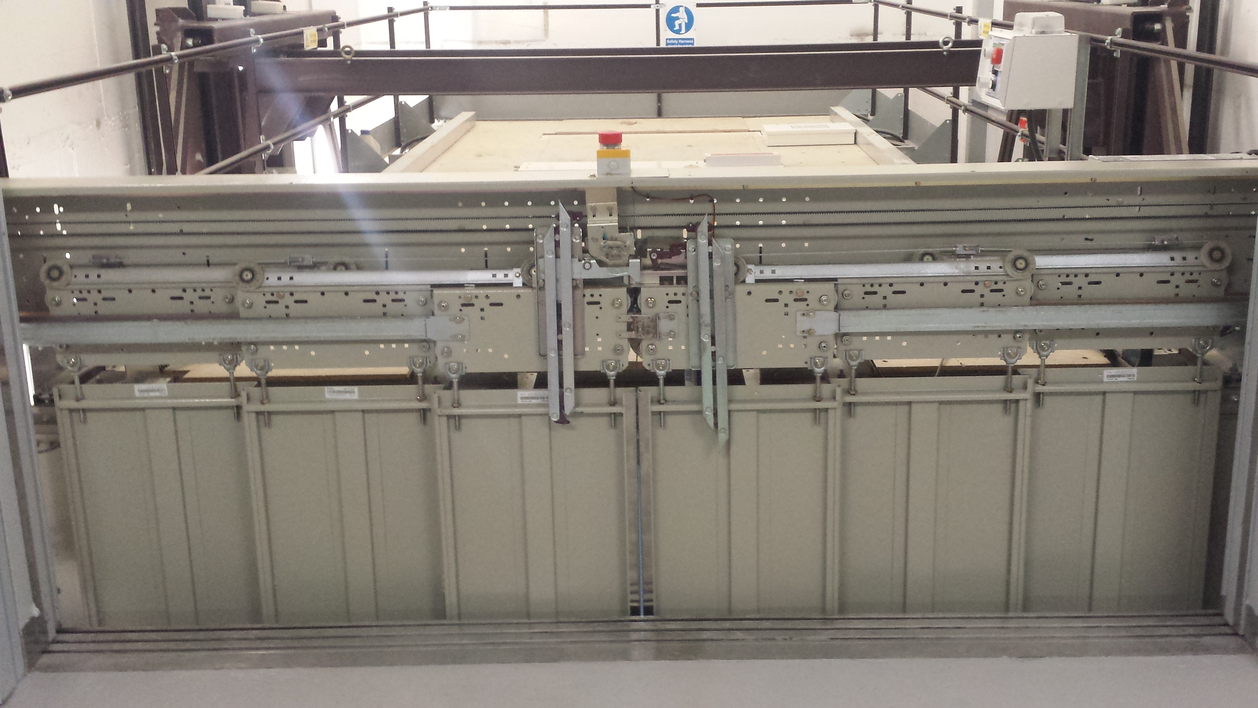 hydraulic car lift with sliding doors - St James